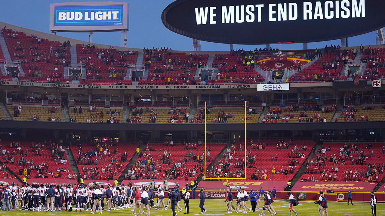 Fan at Texans' season opener tests positive for COVID-19