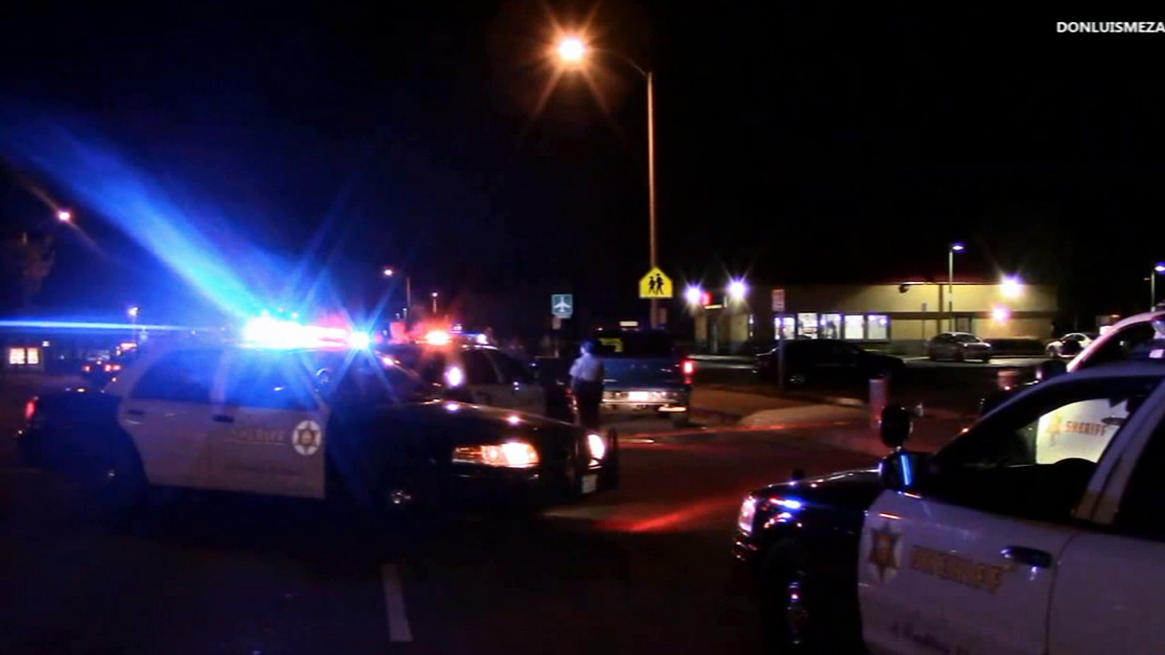 Los Angeles County sheriff's deputies respond to a shooting in the parking lot of Sky Burgers in the 1800 block of East Palmdale Boulevard in Palmdale Tuesday, March 31, 2015.