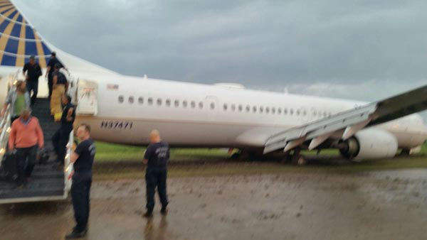 """<div class=""""meta image-caption""""><div class=""""origin-logo origin-image none""""><span>none</span></div><span class=""""caption-text"""">A United flight from Las Vegas to Houston skidded off the runway when it landed at Bush Intercontinental Airport (KTRK Photo)</span></div>"""