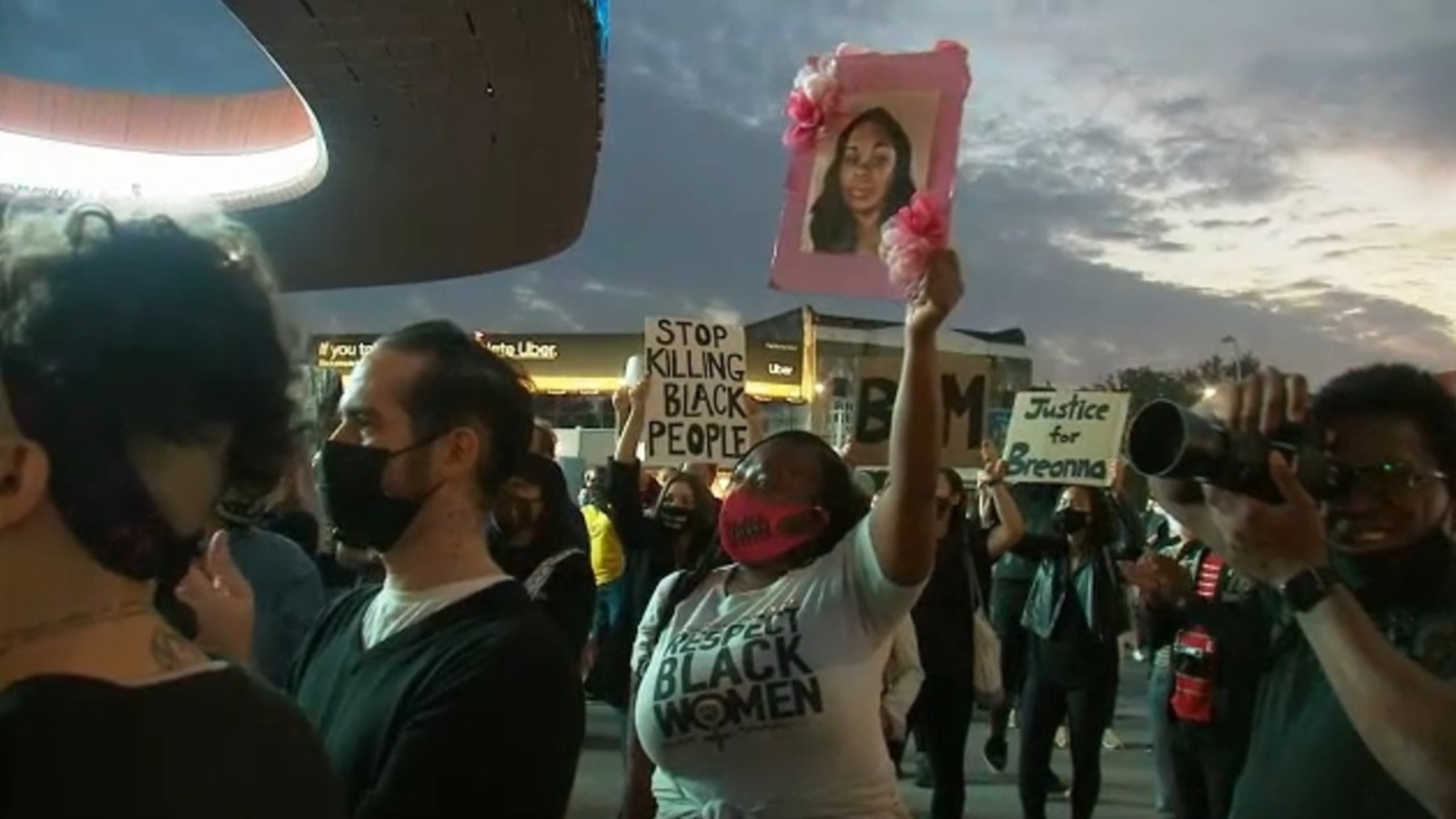 Breonna Taylor Updates Peaceful Protesters Take Action In Nyc For A 3rd Straight Day Abc7 New York