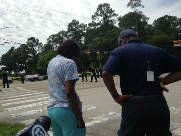 "<div class=""meta image-caption""><div class=""origin-logo origin-image none""><span>none</span></div><span class=""caption-text"">The suspect's mom arrived on the scene of the crash.</span></div>"