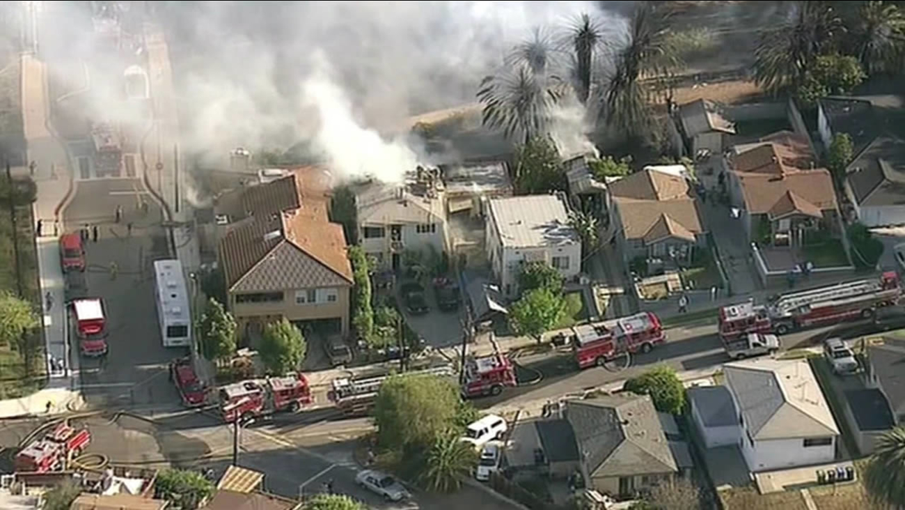 Tree fire spreads to neighboring homes in Los Angeles County