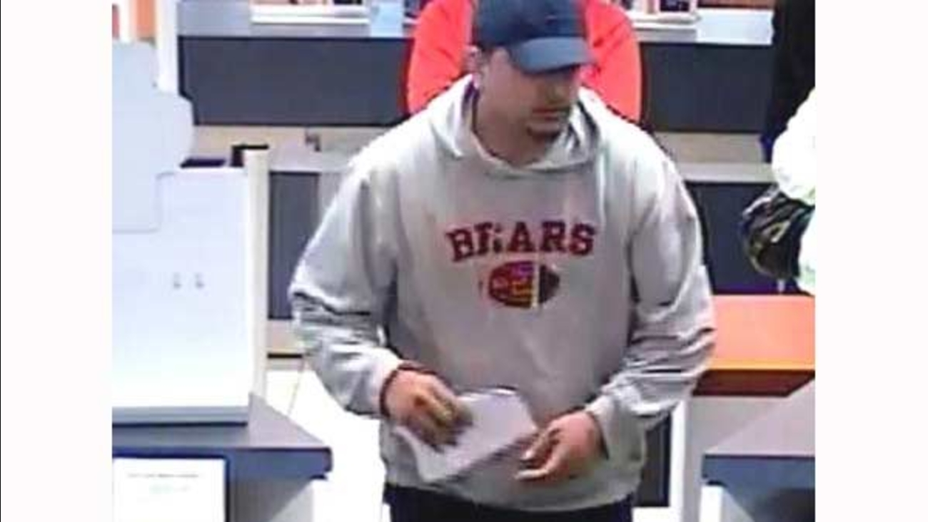 FBI searches for Burbank PNC bank robber | abc7chicago com