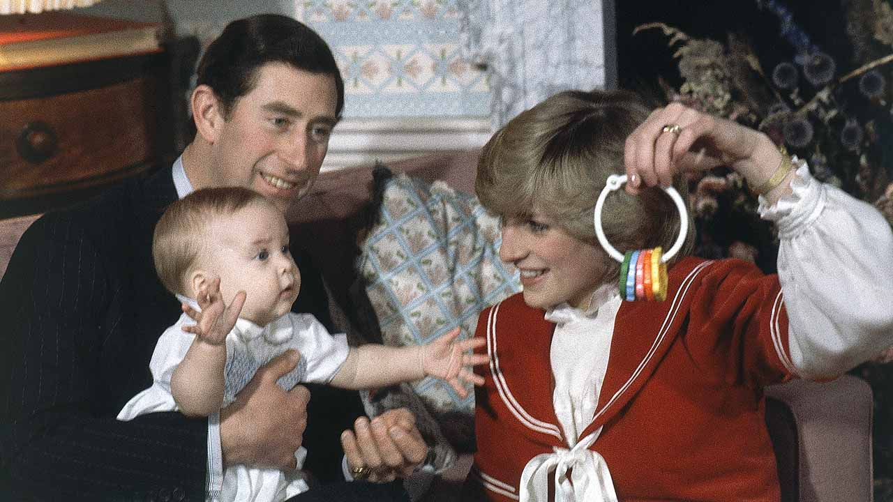 "<div class=""meta image-caption""><div class=""origin-logo origin-image ap""><span>AP</span></div><span class=""caption-text"">Britain's Prince William, the 6-month old son of Prince Charles and Princess Diana, with his parents at at Kensington Palace in London, England on Dec. 22, 1982. (AP)</span></div>"