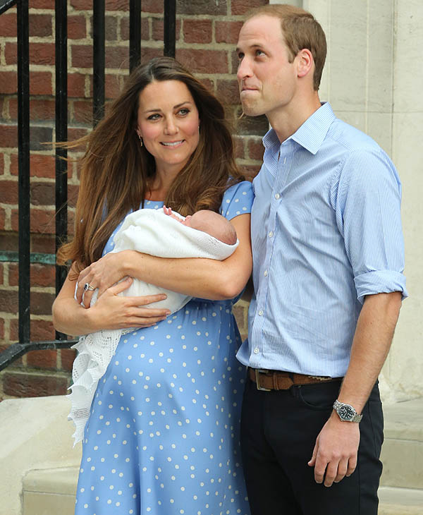 <div class='meta'><div class='origin-logo' data-origin='AP'></div><span class='caption-text' data-credit='AP'>The Duchess of Cambridge and Duke of Cambridge carry the Prince of Cambridge outside for the first time at St Mary's Hospital in London, Monday, July 23, 2013.</span></div>