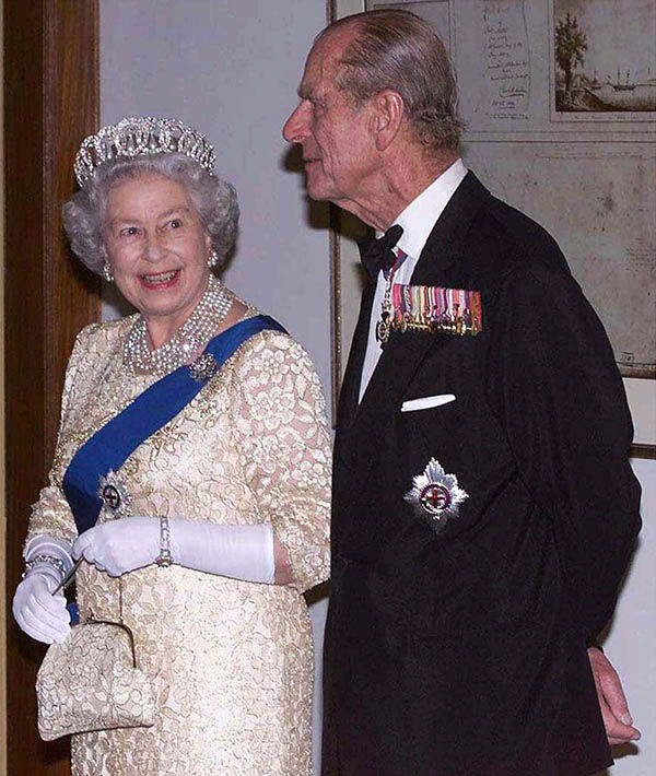 "<div class=""meta image-caption""><div class=""origin-logo origin-image none""><span>none</span></div><span class=""caption-text"">Britain's Queen Elizabeth II and her husband Prince Philip arrive at a State Banquet for the Commonwealth Heads of Government, in Durban, South Africa, Friday Nov. 12, 1999. (AP Photo/ IAN JONES)</span></div>"