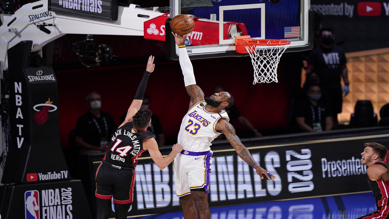 Injury Ridden But Resilient Miami Heat Upset The Lakers In Game 3 Of Nba Finals Abc7 Los Angeles