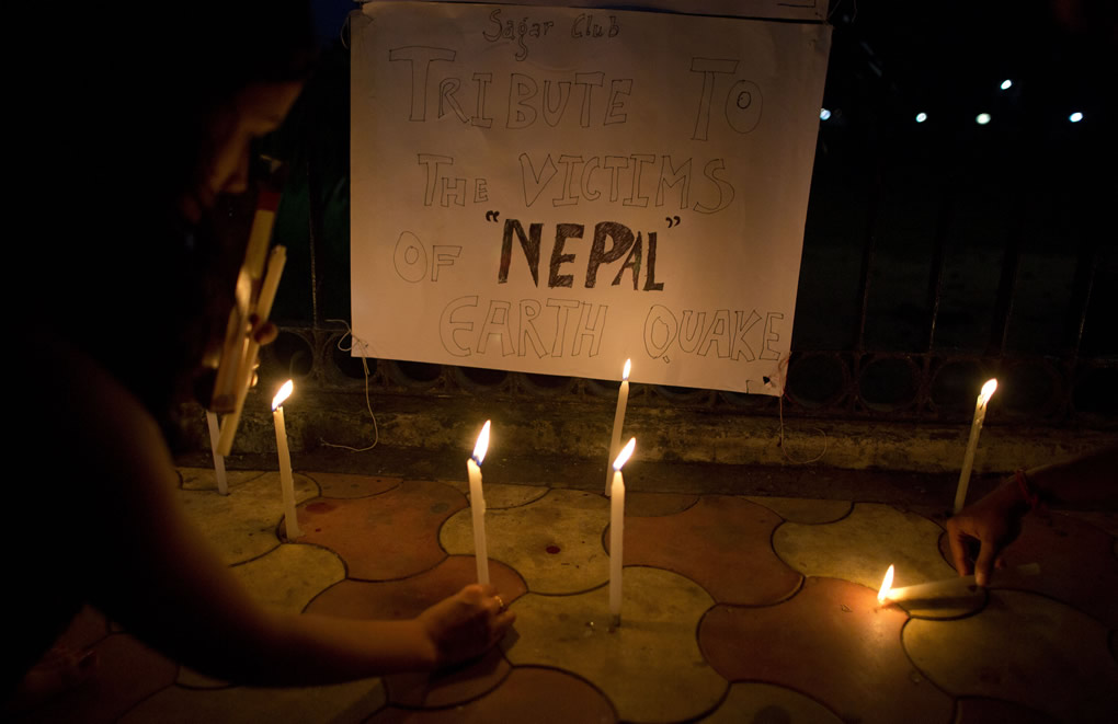 """<div class=""""meta image-caption""""><div class=""""origin-logo origin-image none""""><span>none</span></div><span class=""""caption-text"""">Indian students light candles on a pavement as tribute to victims of Nepal's earthquake, in Gauhati, India, Sunday, April 26, 2015. (AP Photo/ Anupam Nath)</span></div>"""