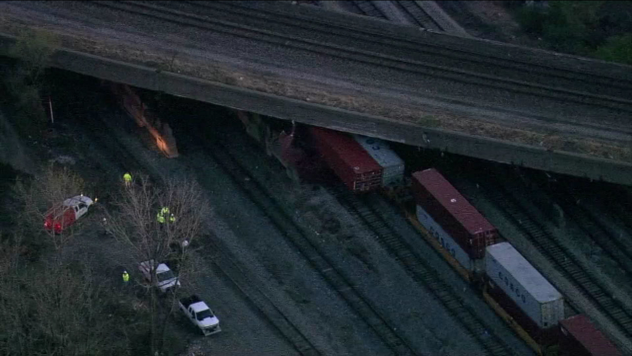 Freight train stuck under Far South Side bridge snarls South