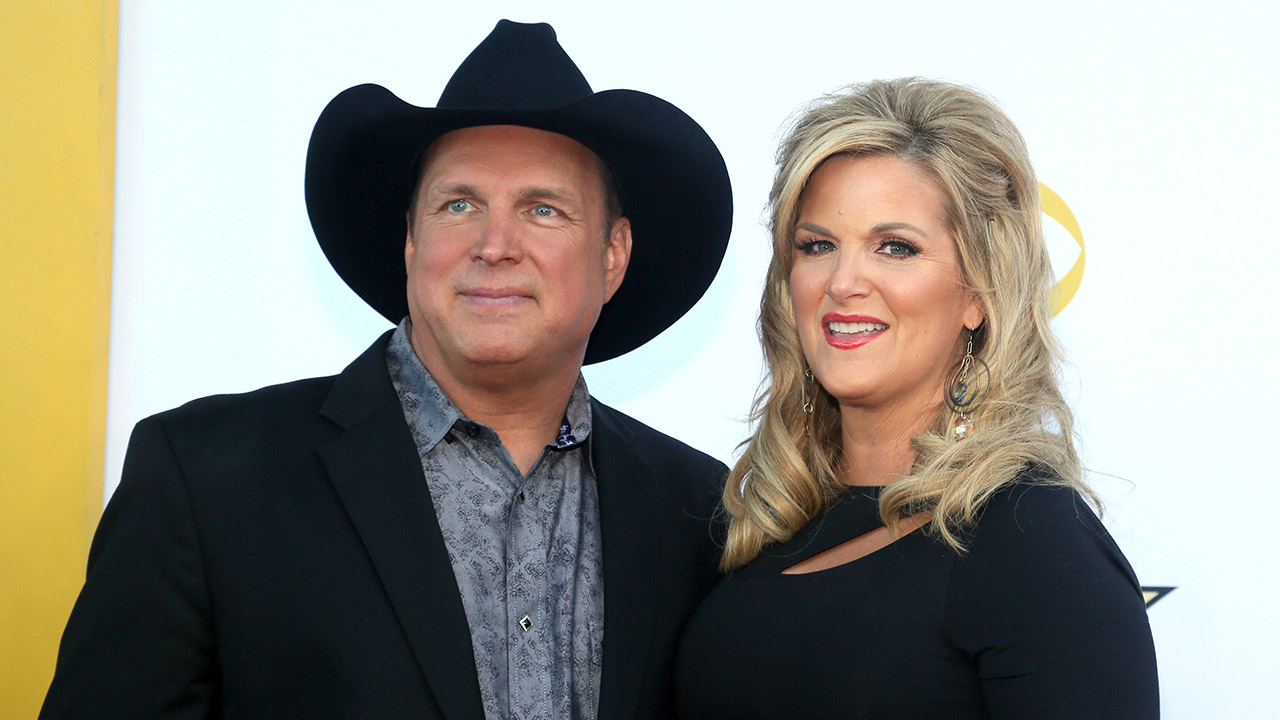 Garth Brooks, left, and Trisha Yearwood