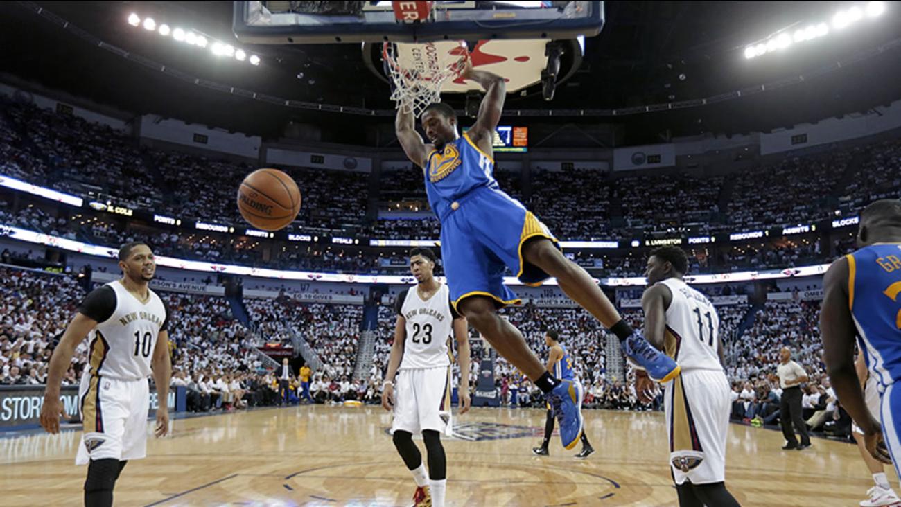 Golden State Warriors forward Harrison Barnes (40) slam-dunks