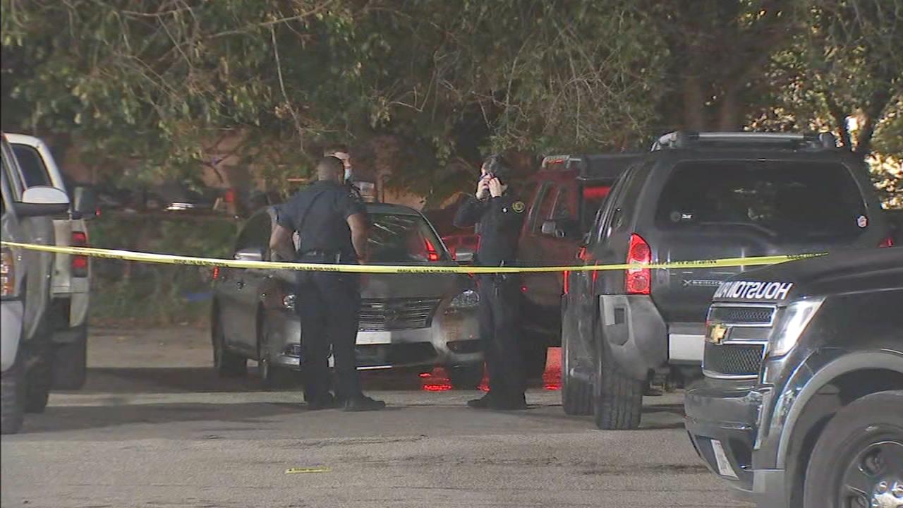 2 people shot in separate nightclub shootings in Houston