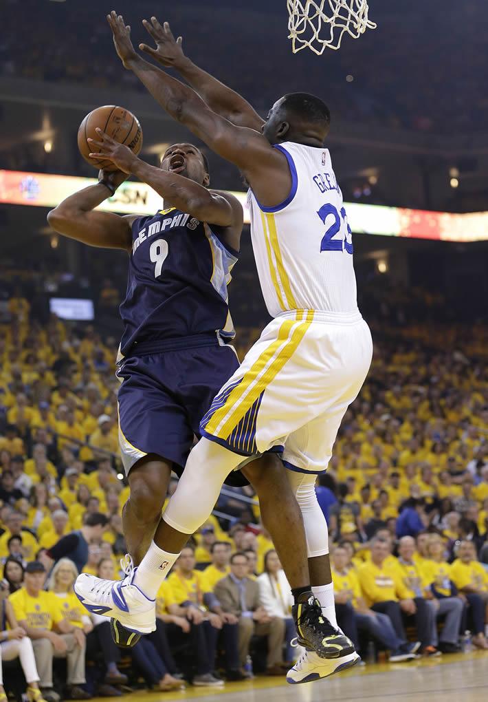 "<div class=""meta image-caption""><div class=""origin-logo origin-image none""><span>none</span></div><span class=""caption-text"">Memphis Grizzlies forward Tony Allen shoots against Golden State Warriors forward Draymond Green during a second-round NBA playoff series in Oakland, Calif., May 3, 2015. (AP Photo/Marcio Jose Sanchez)</span></div>"