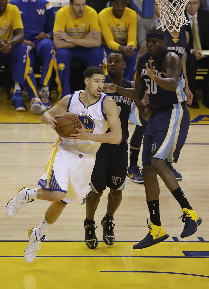 """<div class=""""meta image-caption""""><div class=""""origin-logo origin-image none""""><span>none</span></div><span class=""""caption-text"""">Warriors guard Klay Thompson dribbles against Grizzlies forward Tony Allen and forward Zach Randolph during a second-round NBA playoff series in Oakland, Calif., May 3, 2015. (AP Photo/Jeff Chiu)</span></div>"""