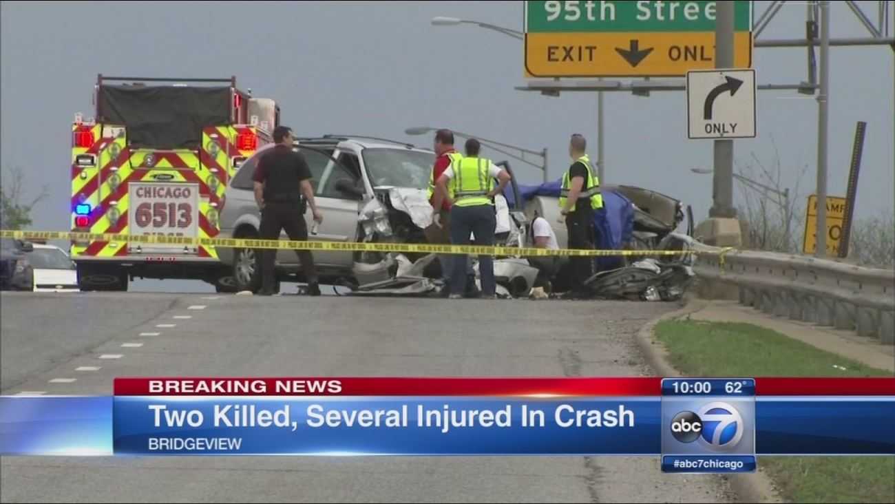 2 dead, several injured in Bridgeview crash
