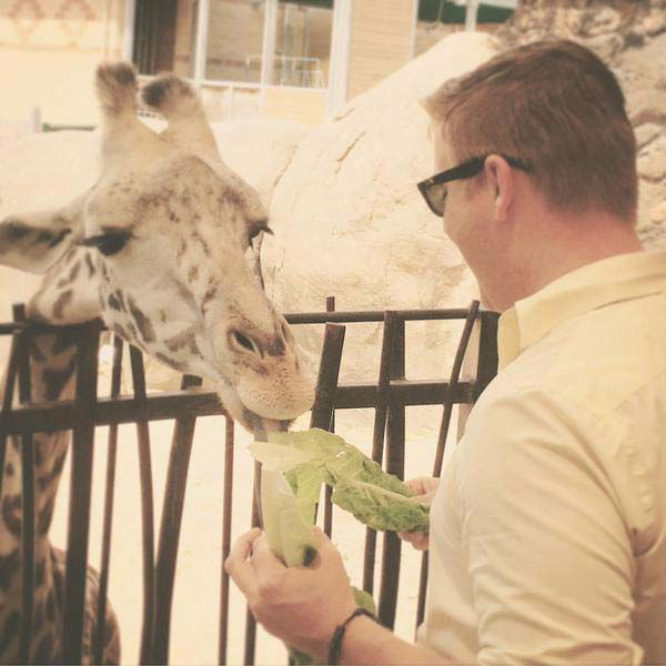 "<div class=""meta image-caption""><div class=""origin-logo origin-image none""><span>none</span></div><span class=""caption-text"">Steve Campion feeding a giraffe at the Houston Zoo (KTRK Photo)</span></div>"