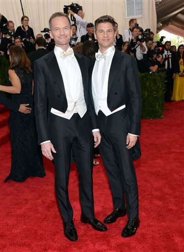 "<div class=""meta image-caption""><div class=""origin-logo origin-image none""><span>none</span></div><span class=""caption-text"">Neil Patrick Harris, left, and David Burtka arrive at The Metropolitan Museum of Art's Costume Institute benefit gala. (Photo by Evan Agostini/Invision/AP) (AP Photo/ Evan Agostini)</span></div>"