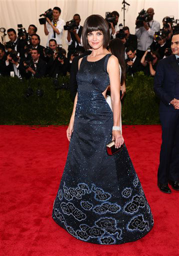 "<div class=""meta image-caption""><div class=""origin-logo origin-image none""><span>none</span></div><span class=""caption-text"">Katie Holmes arrives at The Metropolitan Museum of Art's Costume Institute benefit gala. (Photo by Charles Sykes/Invision/AP) (AP Photo/ Charles Sykes)</span></div>"