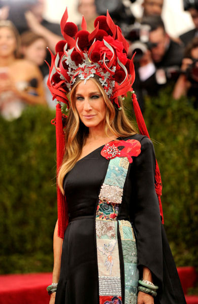 "<div class=""meta image-caption""><div class=""origin-logo origin-image none""><span>none</span></div><span class=""caption-text"">Sarah Jessica Parker arrives at The Metropolitan Museum of Art's Costume Institute benefit gala. (Photo by Evan Agostini/Invision/AP) (AP Photo)</span></div>"