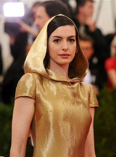 "<div class=""meta image-caption""><div class=""origin-logo origin-image none""><span>none</span></div><span class=""caption-text"">Anne Hathaway arrives at The Metropolitan Museum of Art's Costume Institute benefit gala. (Photo by Charles Sykes/Invision/AP) (AP Photo/ Charles Sykes)</span></div>"