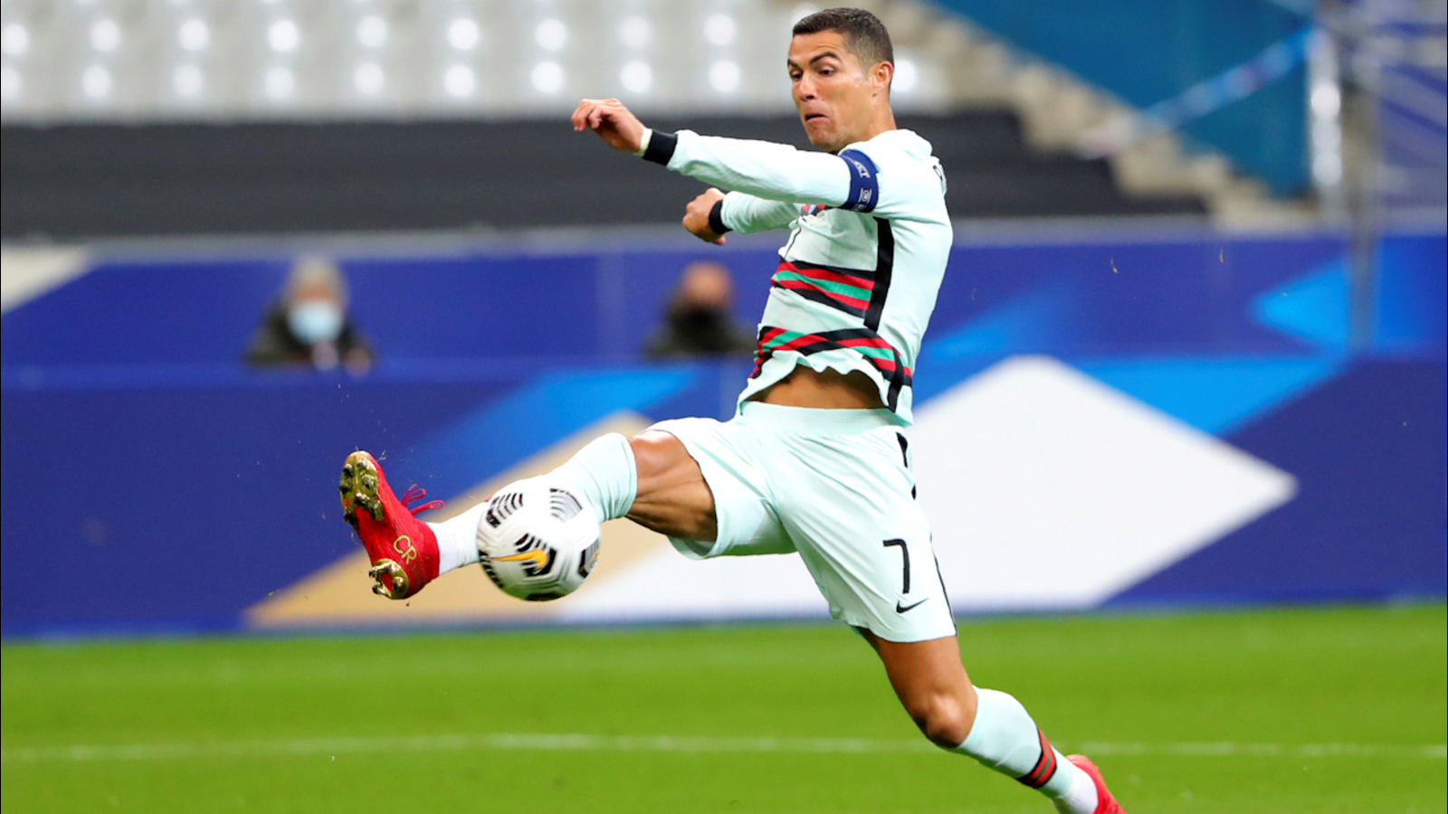 Cristiano Ronaldo Tests Positive For Covid 19 Portuguese Soccer Federation Says Abc7 Los Angeles
