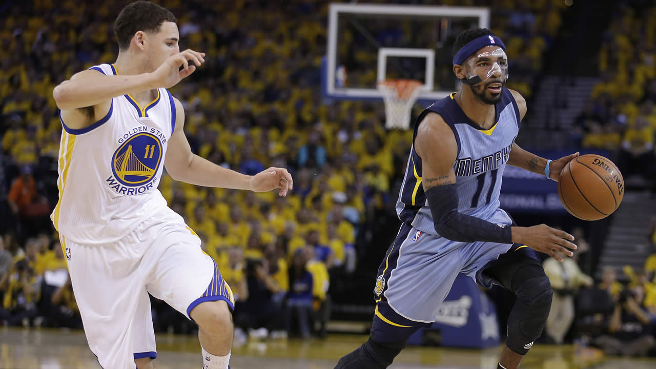 Grizzlies guard Mike Conley dribbles past Warriors guard Klay Thompson during Game 2 in a second-round NBA playoff basketball series in Oakland, Calif., May 5, 2015. (AP Photo/Ben Margot)