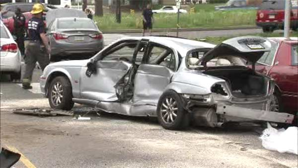 5 injured in 6-vehicle crash on Roosevelt Boulevard in Mayfair