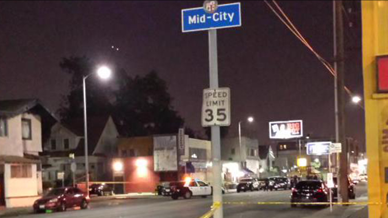 Los Angeles police investigate a fatal shooting outside a bar in Mid-City Los Angeles on Saturday, May 9, 2015.