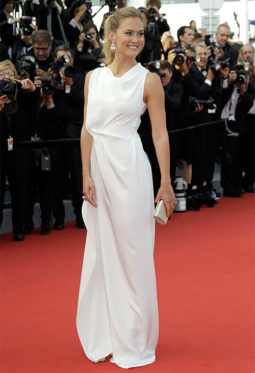 """<div class=""""meta image-caption""""><div class=""""origin-logo origin-image none""""><span>none</span></div><span class=""""caption-text"""">Bar Refaeli arrives for the opening ceremony and screening of the film La Tete en Haut (Standing Tall) at the Cannes 68th international film festival in France May 13, 2015. (Photo/AP)</span></div>"""