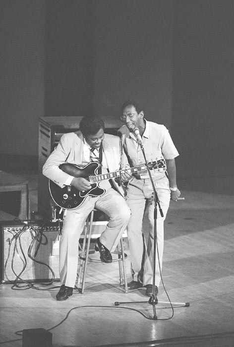 """<div class=""""meta image-caption""""><div class=""""origin-logo origin-image none""""><span>none</span></div><span class=""""caption-text"""">Comedian Bill Cosby, right, and singer-guitarist B.B. King do a duet Friday,July 3, 1981 at New York's Carnegie Hall during a blues concert which Cosby hosted (AP Photo/ RAY STUBBLEBINE)</span></div>"""