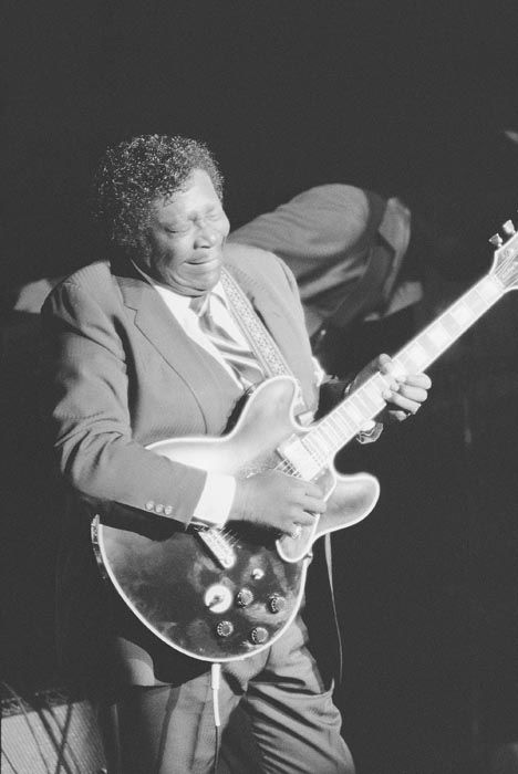 """<div class=""""meta image-caption""""><div class=""""origin-logo origin-image none""""><span>none</span></div><span class=""""caption-text"""">B.B. King plays it cool at the Kool Jazz Festival, July 3, 1983 at Avery Fisher Hall in Lincoln Center for the Performing Arts in New York. (AP Photo/ RENE PEREZ)</span></div>"""