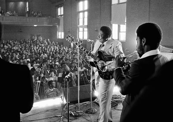 """<div class=""""meta image-caption""""><div class=""""origin-logo origin-image none""""><span>none</span></div><span class=""""caption-text"""">Blues musician B.B. King played to a packed auditorium of residents and press at the Massachusetts Correctional Institution in Norfolk, Mass., Monday, April 3, 1978. (AP Photo/ Anonymous)</span></div>"""