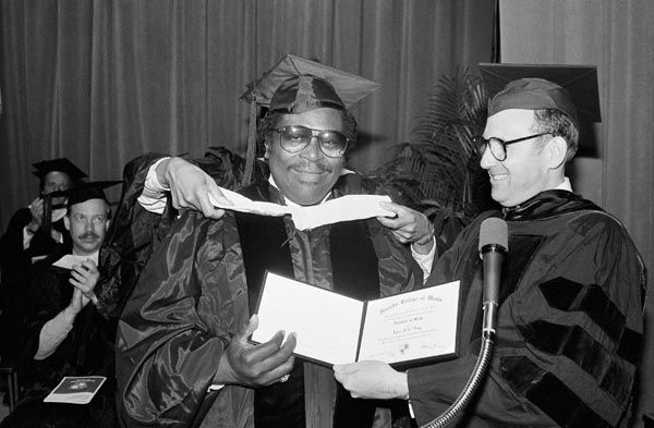 """<div class=""""meta image-caption""""><div class=""""origin-logo origin-image none""""><span>none</span></div><span class=""""caption-text"""">Renowned blues artist B.B. King (left) reacts as he is hooded while receiving the Honorary Degree of Doctor of Music during commencement ceremonies for the Berklee College of Music (AP Photo/ Sean Kardon)</span></div>"""