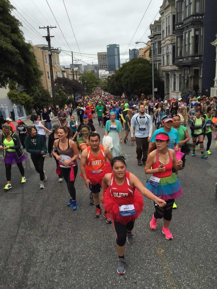 P Os Thousands Run Through Heart Of San Francisco For Bay To Breakers