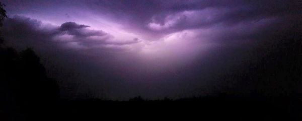 "<div class=""meta image-caption""><div class=""origin-logo origin-image none""><span>none</span></div><span class=""caption-text"">Thunderstorm rolls through Kings County on Sunday night. (KFSN Photo/ #abc30insider)</span></div>"