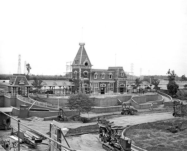 "<div class=""meta image-caption""><div class=""origin-logo origin-image none""><span>none</span></div><span class=""caption-text"">Progress continues on the construction of Main Street Station. It is the popular starting point of the ""Grand Circle Tour"" of the Disneyland Railroad. (Disneyland Resort/ABC News)</span></div>"