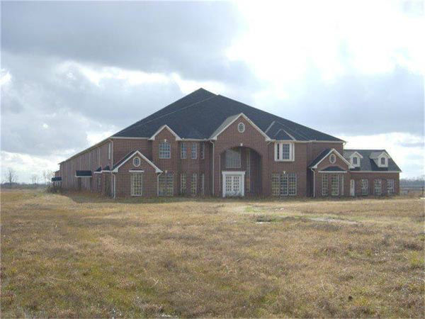 "<div class=""meta image-caption""><div class=""origin-logo origin-image none""><span>none</span></div><span class=""caption-text"">This 60,175 sq ft brick home, located on 2354 County Road 59, is now on the market (Re/Max-HAR)</span></div>"