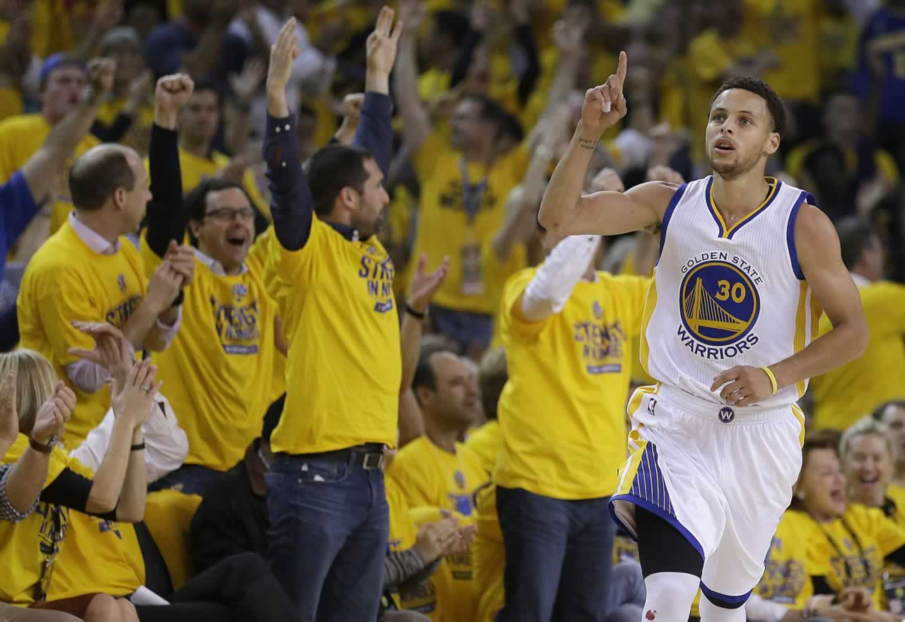 """<div class=""""meta image-caption""""><div class=""""origin-logo origin-image none""""><span>none</span></div><span class=""""caption-text"""">Fans cheer as Warriors guard Stephen Curry scores in front of Grizzlies guard Vince Carter in Game 5 of the Western Conference Semifinals in Oakland, Calif. on Wed., May 13, 2015. (AP Photo/Ben Margot)</span></div>"""
