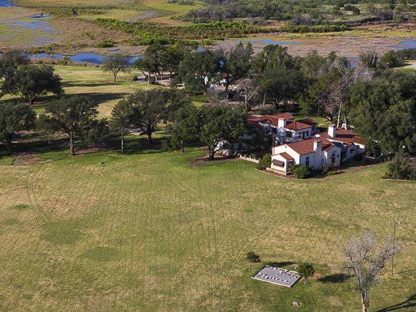 "<div class=""meta image-caption""><div class=""origin-logo origin-image none""><span>none</span></div><span class=""caption-text"">Sprawling across 510,527 acres, the W.T. Waggoner Estate Ranch is one of the largest ranches in the United States (Photo/Briggs Freeman)</span></div>"