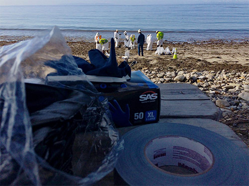 "<div class=""meta image-caption""><div class=""origin-logo origin-image kabc""><span>KABC</span></div><span class=""caption-text"">Cleanup crews work at Refugio State Beach, site of an oil spill, Wednesday, May 20, 2015. (Edgar Alcala)</span></div>"