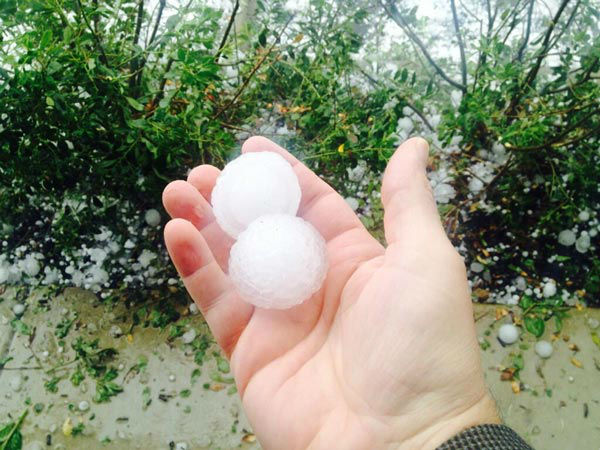 """<div class=""""meta image-caption""""><div class=""""origin-logo origin-image """"><span></span></div><span class=""""caption-text"""">Viewer Chris Dikos tweeted this photo of the hail storm in Wyomissing, Pa.</span></div>"""