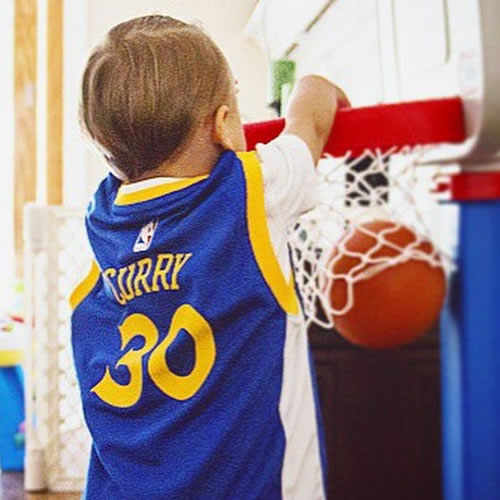 <div class='meta'><div class='origin-logo' data-origin='none'></div><span class='caption-text' data-credit='Photo submitted to KGO-TV by Darren B/Instagram'>This little guy is showing us how Steph Curry gets it done! Tag your photos on Facebook, Twitter, Google Plus or Instagram using #DubsOn7.</span></div>