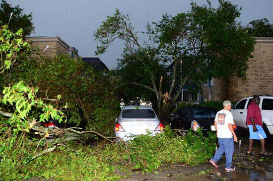 """<div class=""""meta image-caption""""><div class=""""origin-logo origin-image none""""><span>none</span></div><span class=""""caption-text"""">The scene at an apartment complex that partially collapsed this morning as a result of a possible tornado in southwest Houston (Photo/SCHNUR,J.A.)</span></div>"""