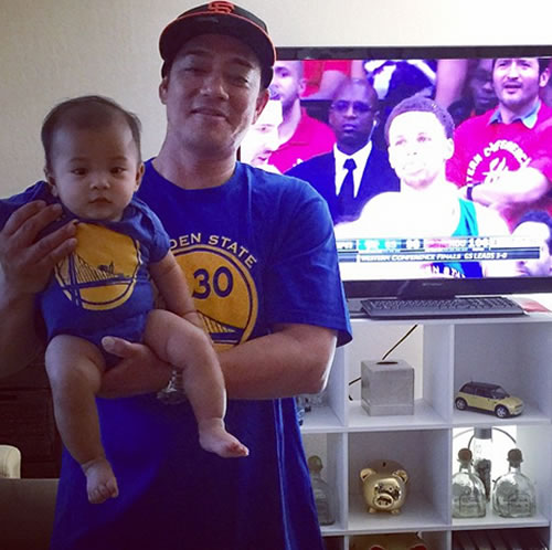 <div class='meta'><div class='origin-logo' data-origin='none'></div><span class='caption-text' data-credit=''>Dad and his baby show off their Warriors pride! Tag your photos on Facebook, Twitter, Google Plus or Instagram using #DubsOn7.Photo sent to KGO-TV by 2niboy324/ Instagram</span></div>