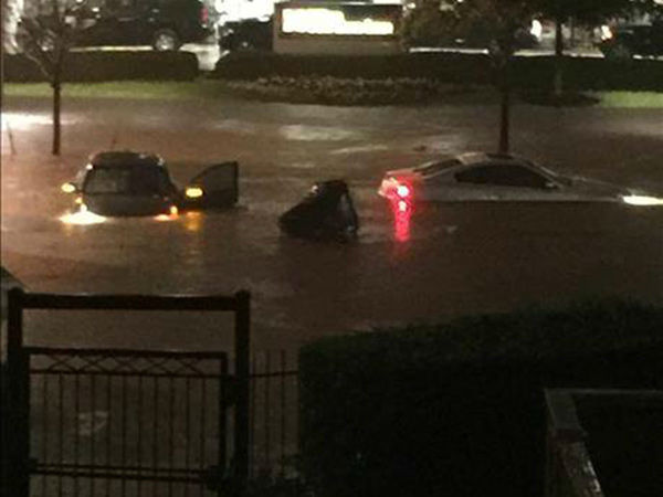 "<div class=""meta image-caption""><div class=""origin-logo origin-image none""><span>none</span></div><span class=""caption-text"">This photos from the Galleria area, where several cars are stuck.. If you have photos, email them to news@abc13.com or upload them using #abc13eyewitness (Photo/iWitness Photo)</span></div>"