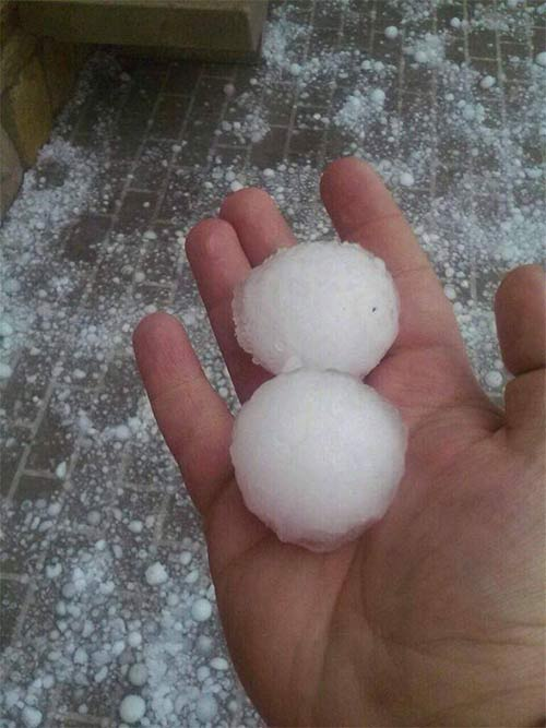 """<div class=""""meta image-caption""""><div class=""""origin-logo origin-image """"><span></span></div><span class=""""caption-text"""">The storm that rolled through the area brought large pieces of hail to the Reading area. (Photo courtesy of Jarred Lunckenbill)</span></div>"""