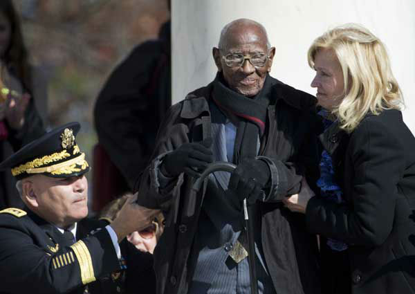 "<div class=""meta image-caption""><div class=""origin-logo origin-image ""><span></span></div><span class=""caption-text"">Richard Overton, 107, the oldest living WWII veteran, center, is assisted during a Veterans Day ceremony, attended by President Barack Obama, Monday, Nov. 11, 2013 (AP Photo/ Manuel Balce Ceneta)</span></div>"