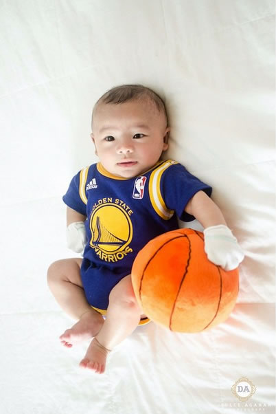 <div class='meta'><div class='origin-logo' data-origin='none'></div><span class='caption-text' data-credit='Photo submitted to KGO-TV by shyez_d_limit/Instagram'>The littlest Warriors fan! Tag your photos on Facebook, Twitter, Google Plus or Instagram using #DubsOn7.</span></div>