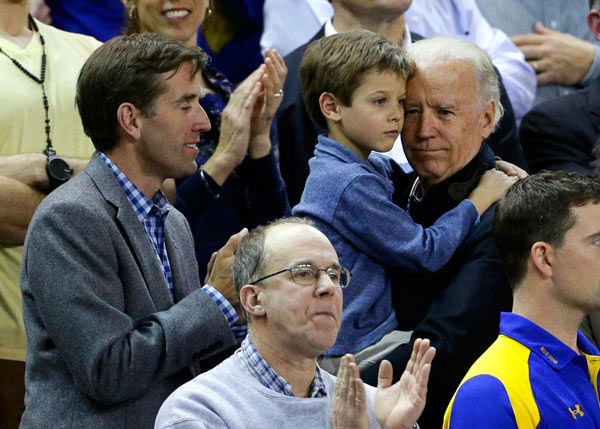 "<div class=""meta image-caption""><div class=""origin-logo origin-image none""><span>none</span></div><span class=""caption-text"">Vice President Joe Biden, right, holds his grandson Hunter next to his son, Beau, while watching a second-round game between Delaware and North Carolina. (AP Photo/ Patrick Semansky)</span></div>"