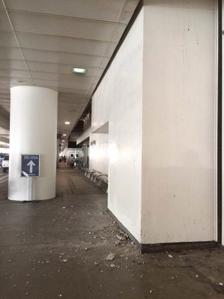 "<div class=""meta image-caption""><div class=""origin-logo origin-image kabc""><span>KABC</span></div><span class=""caption-text"">Damage from the car crash at Terminal 7 at the Los Angeles International Airport is shown on Sunday, May 31, 2015. (Brandon Magpantay)</span></div>"